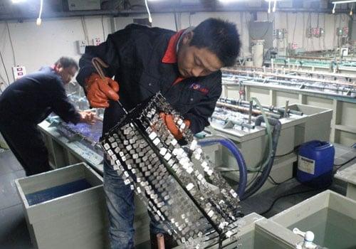 enamel-pin-electroplating
